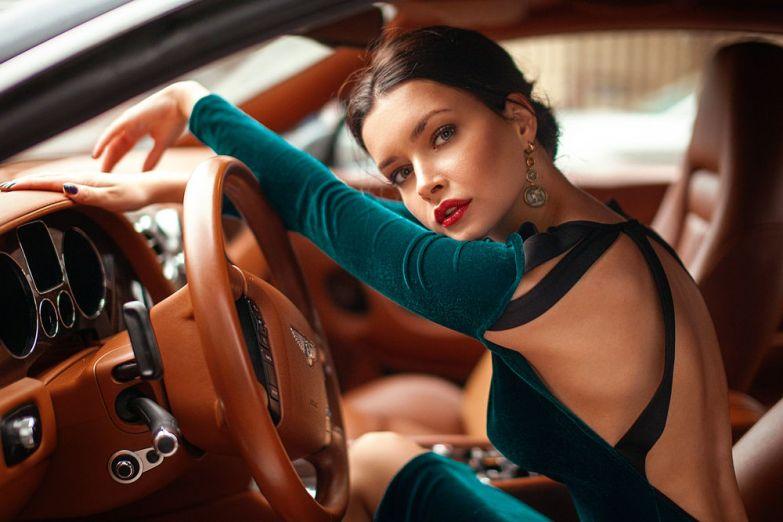 Картинки по запросу в коктейльном платье за рулем