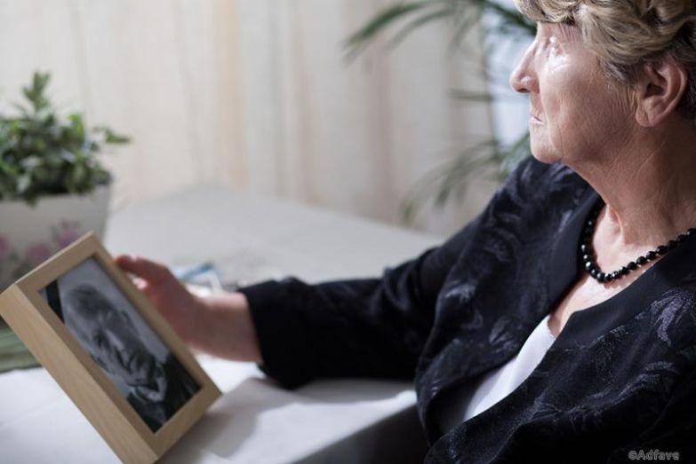 Исследование ученых: одинокие женщины в старости счастливее и здоровее замужних