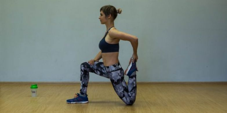 Упражнения для коленей: Растяжка квадрицепса