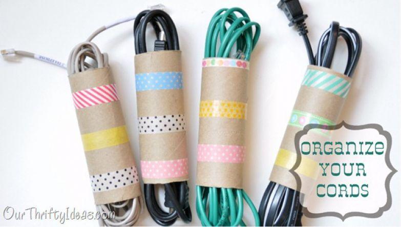 хранение шнуров во втулках от туалетной бумаги