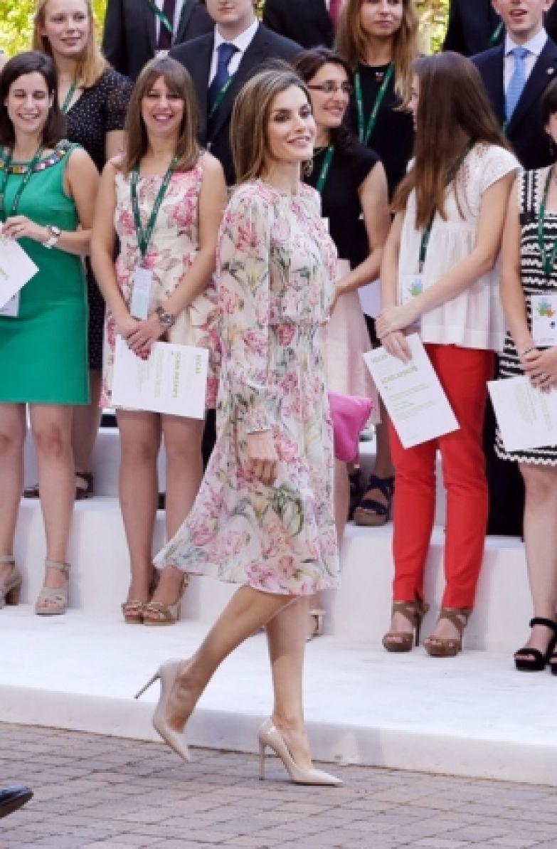 Королева Испании Летиция надела платья Zara, купленное пять лет назад