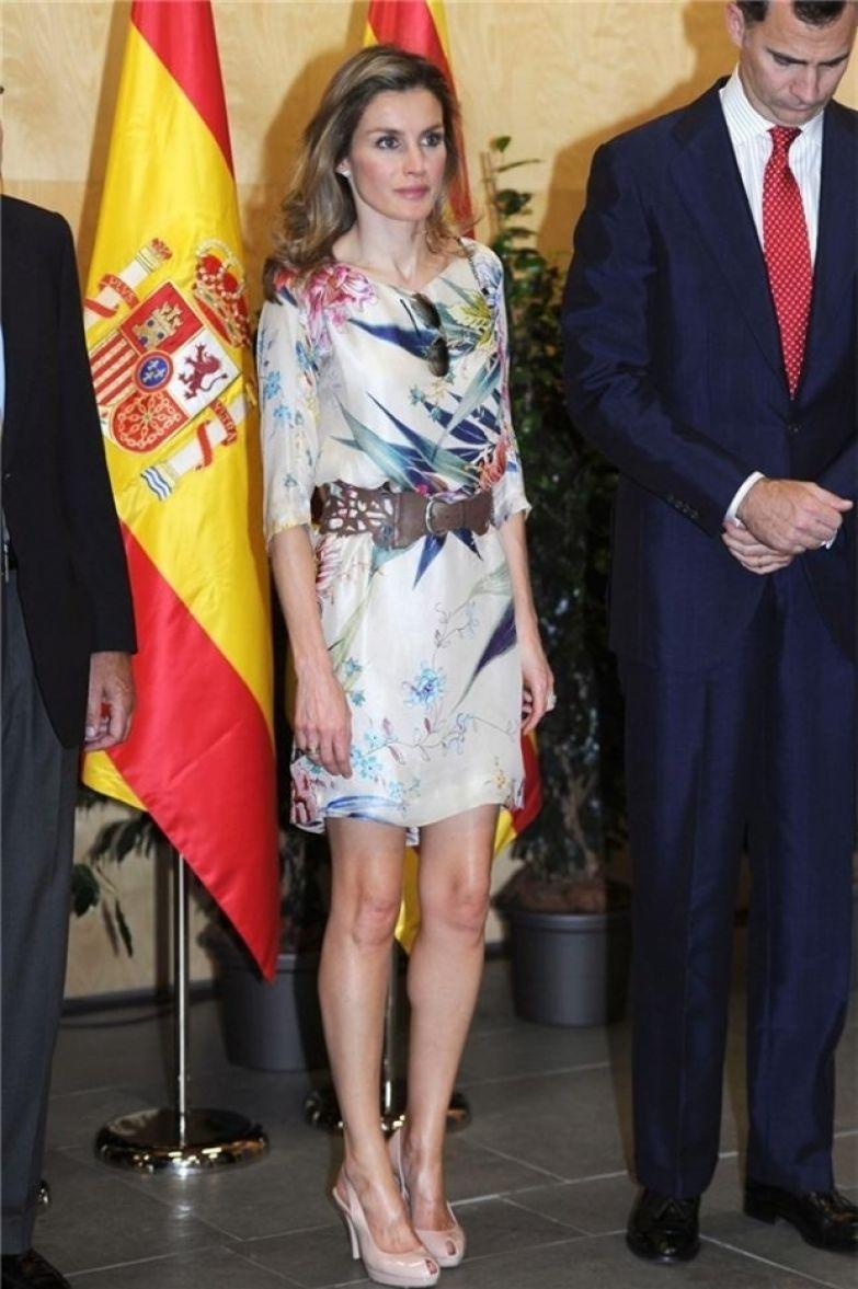 Королева Испании Летиция надела платье Zara, купленное пять лет назад Королева Испании Летиция надела платье Zara, купленное пять лет назад ФОТО: КОРОЛЕВА ЛЕТИЦИЯ В ПЛАТЬЕ ZARA, ИЮЛЬ 2016