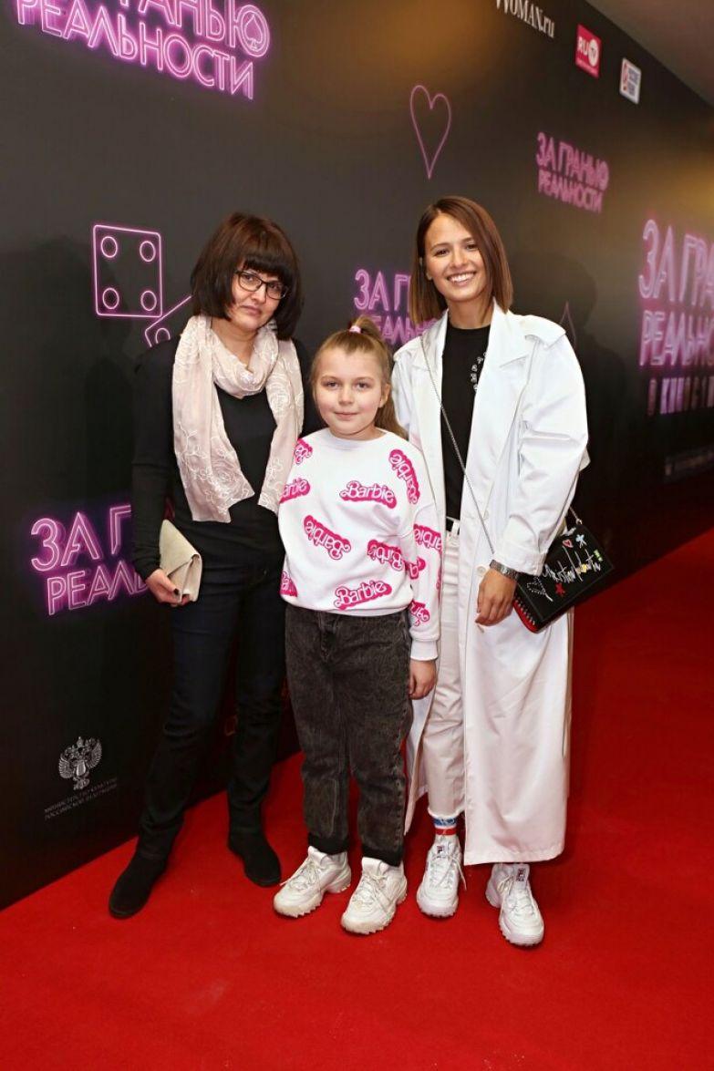 Любовь Аксенова с мамой и сестрой