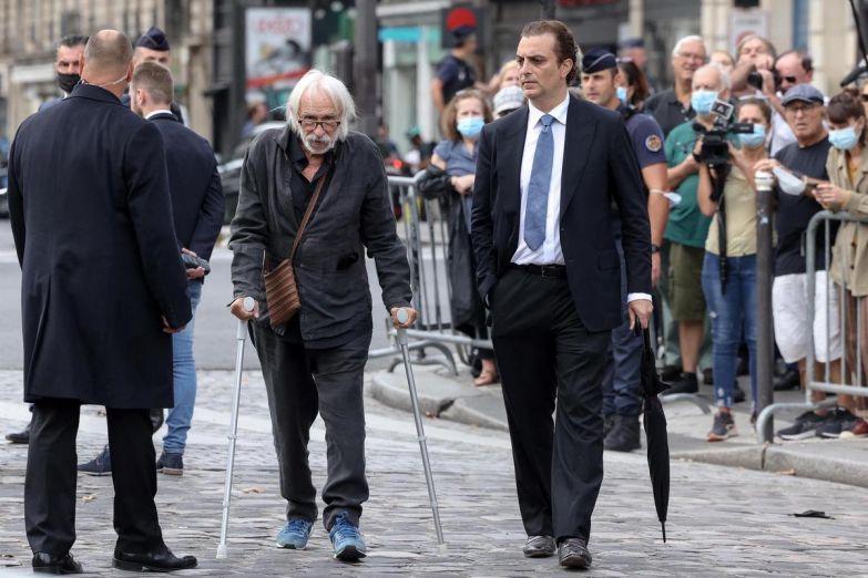Obsèques - Alain Delon, Jean Dujardin et d'autres stars ont dit adieu à Bébel - Le Matin