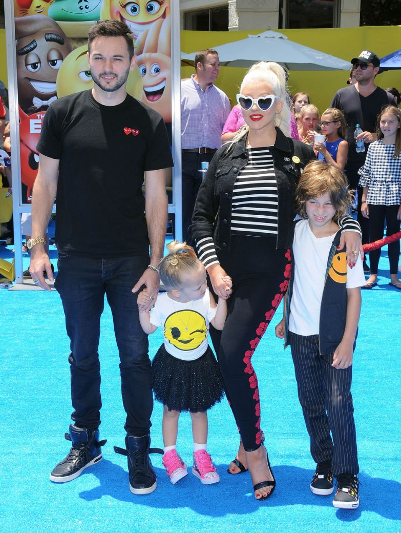 Мэтт Ратлер и Кристина Агилера с сыном и дочкой фото