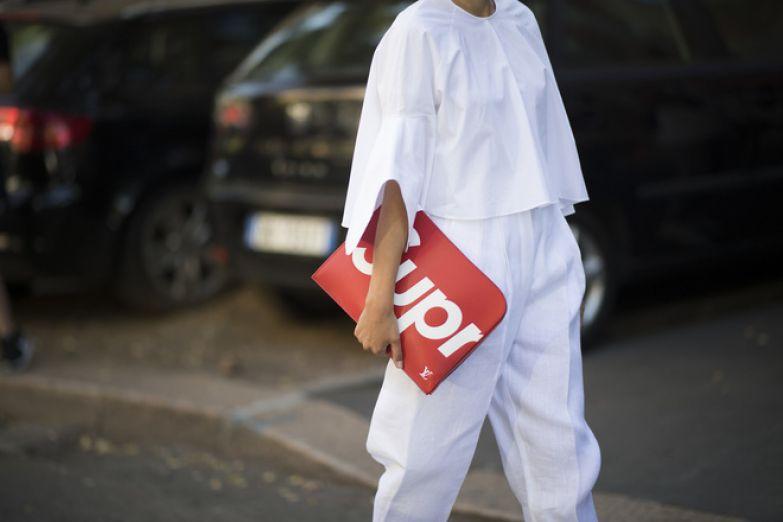 Клатч-папка — самый модный аксессуар этого лета (фото 8)