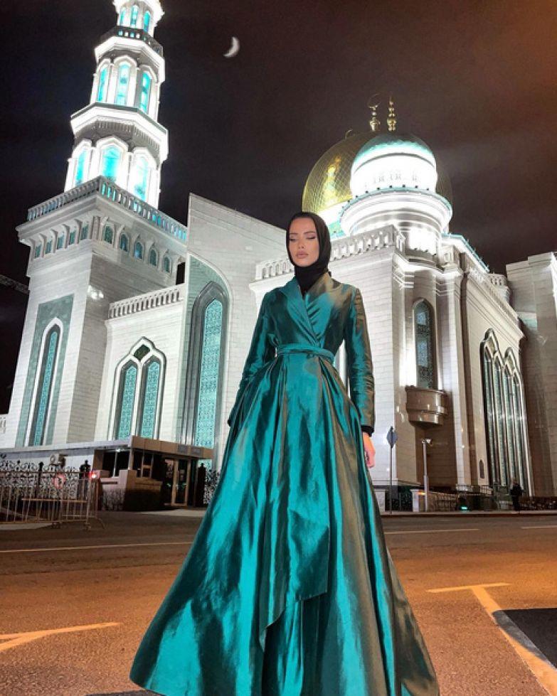 Фото №1 - Нельзя отказывать мужу и работать без разрешения: что будет запрещено Решетовой по шариатским законам