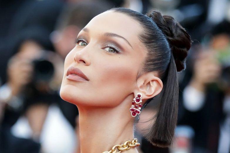 Самая красивая женщина планеты Белла Хадид пришла на Каннский фестиваль с обнаженной грудью