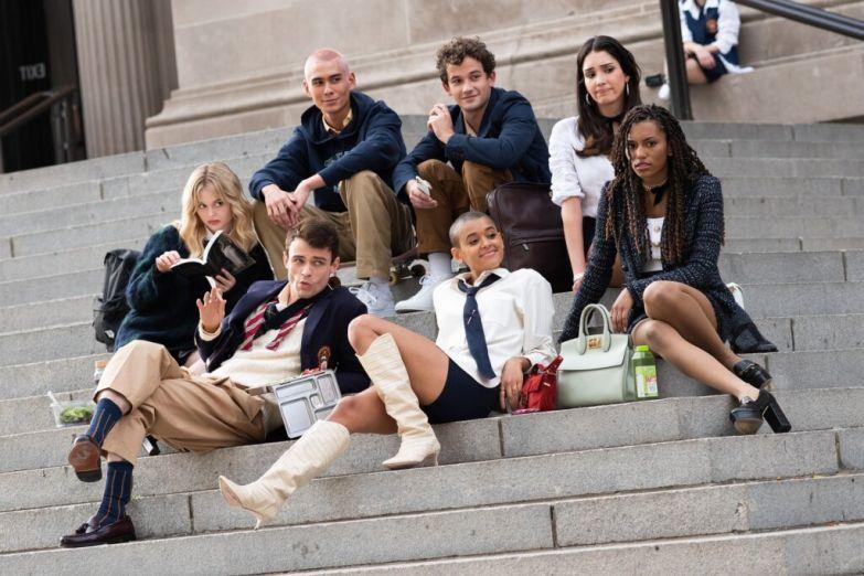 Все сериалы июля-2021 в одном месте: Возрождение «Сплетницы», «Губки Боба», «Чипа и Дейла», «Тернера и Хуча» и «Обители Зла»