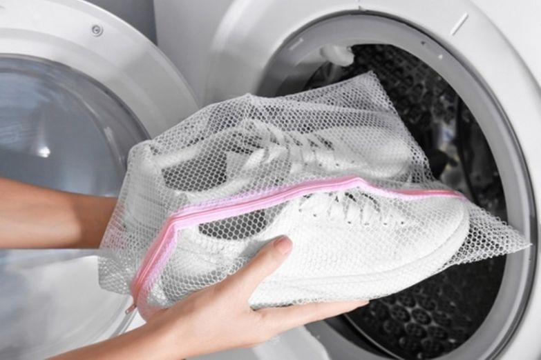 Как вернуть первозданную белизну любимым кроссовкам и кедам