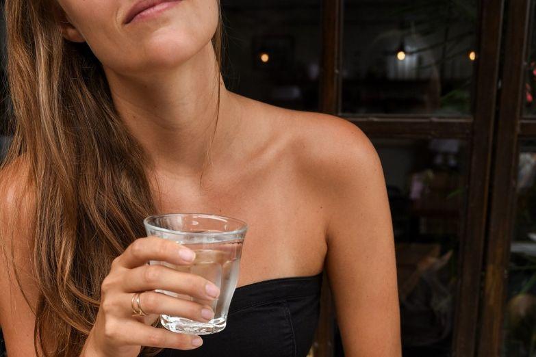 Почему пить воду без жажды опасно