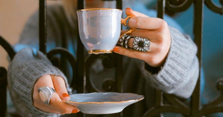 Как может измениться судьба человека, который доливает воду в чай