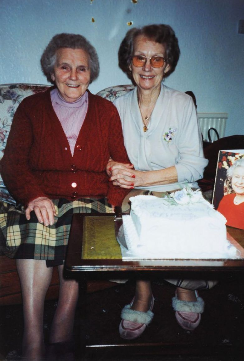twin-sisters-celebrate-100th-birthday-irene-crump-phyllis-jones-3