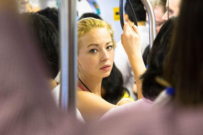 женщина в автобусе