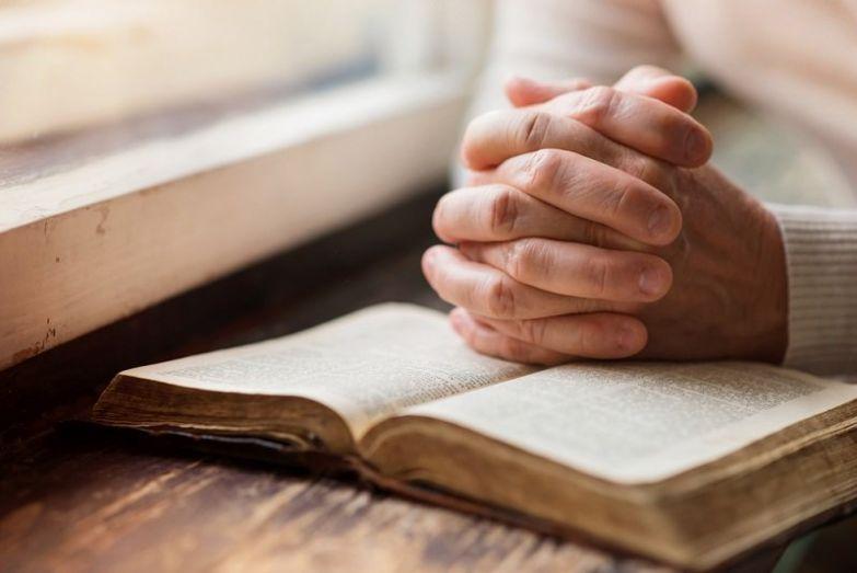 как молиться святым