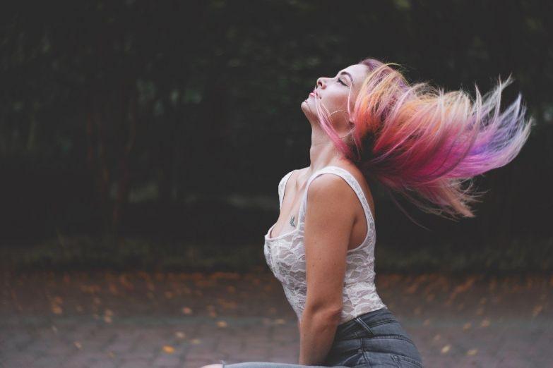 когда можно красить волосы