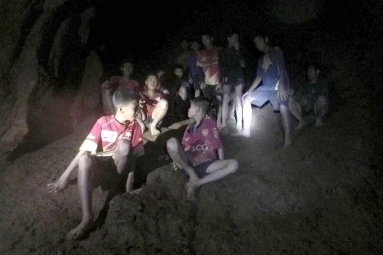 Отправившиеся в пещеру дети стали заложниками природного катаклизма.