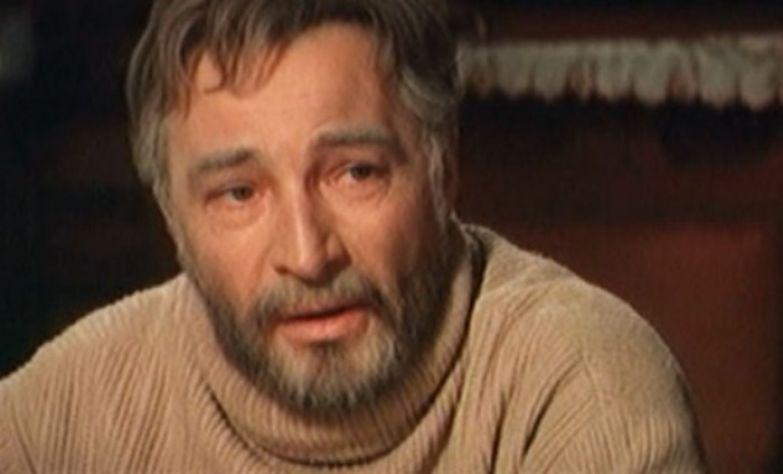 Вячеслав Тихонов в фильме *Белый Бим Черное ухо*, 1976 | Фото: kino-teatr.ru