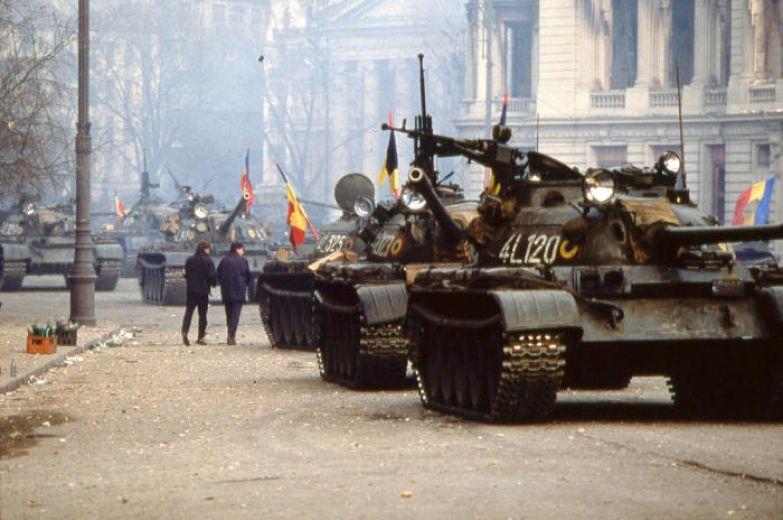 Танки в Бухаресте, 24 декабря 1989 года. | Фото: cvce.eu.