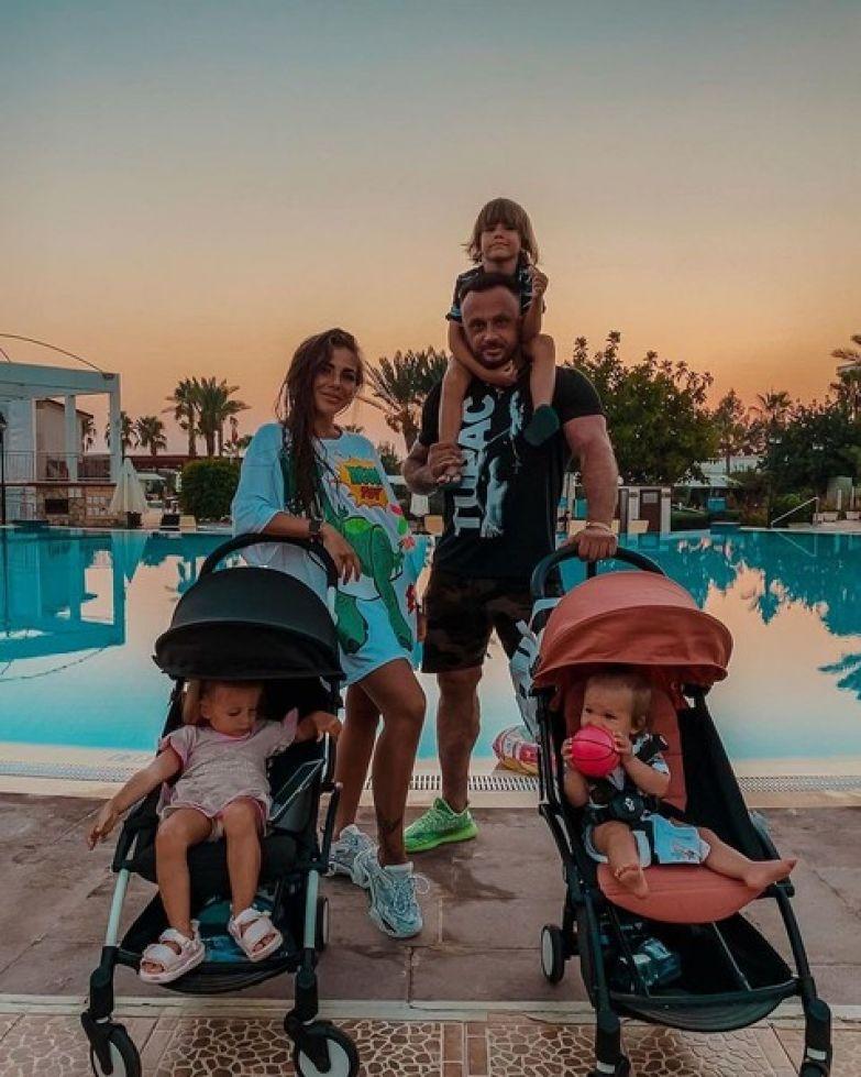 Супруги воспитывали троих детей