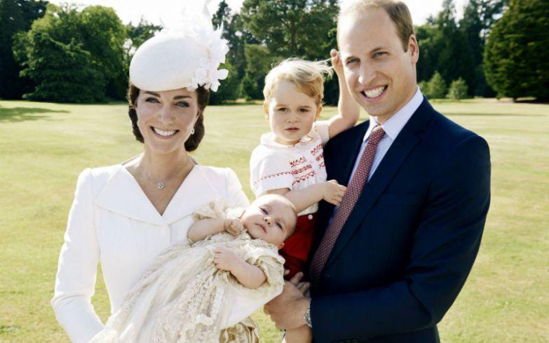 Принцесса Шарлотта с братом принцем Джорджем и родителями.