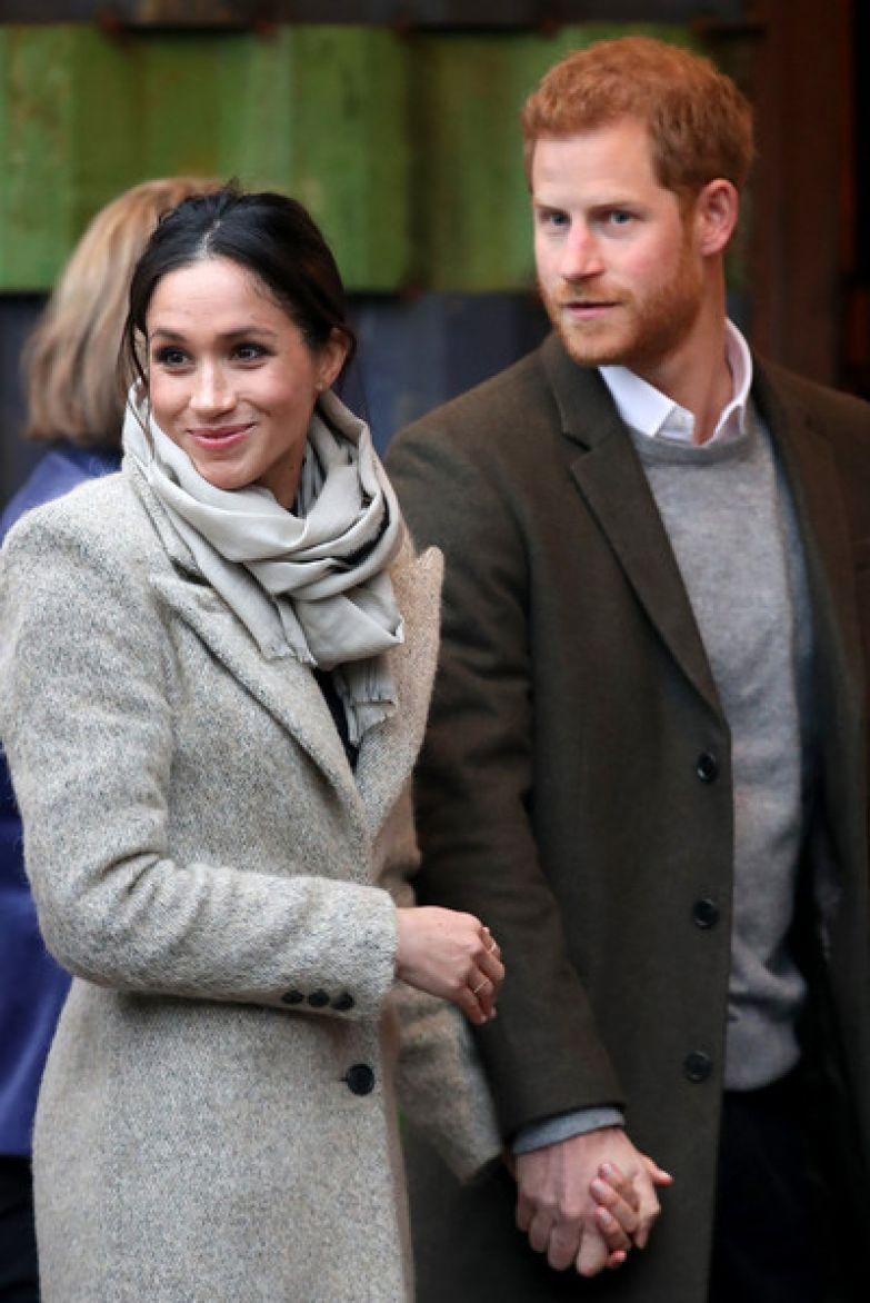 Королева разрешила супругам выйти из состава монаршей семьи, лишив их нескольких титулов