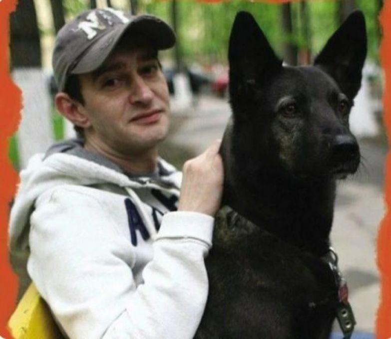 В приюте его уговаривали не брать больную собаку, но Константин Хабенский решил иначе