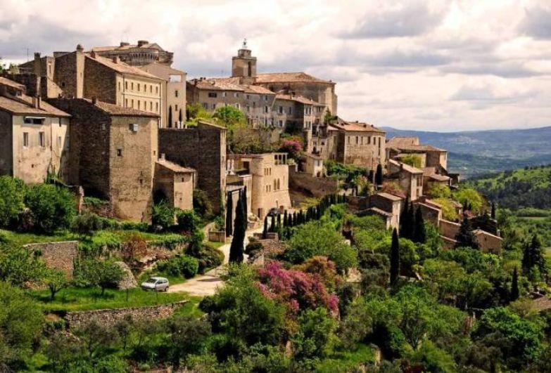 Известный на весь мир крупный исторический и культурный центр.