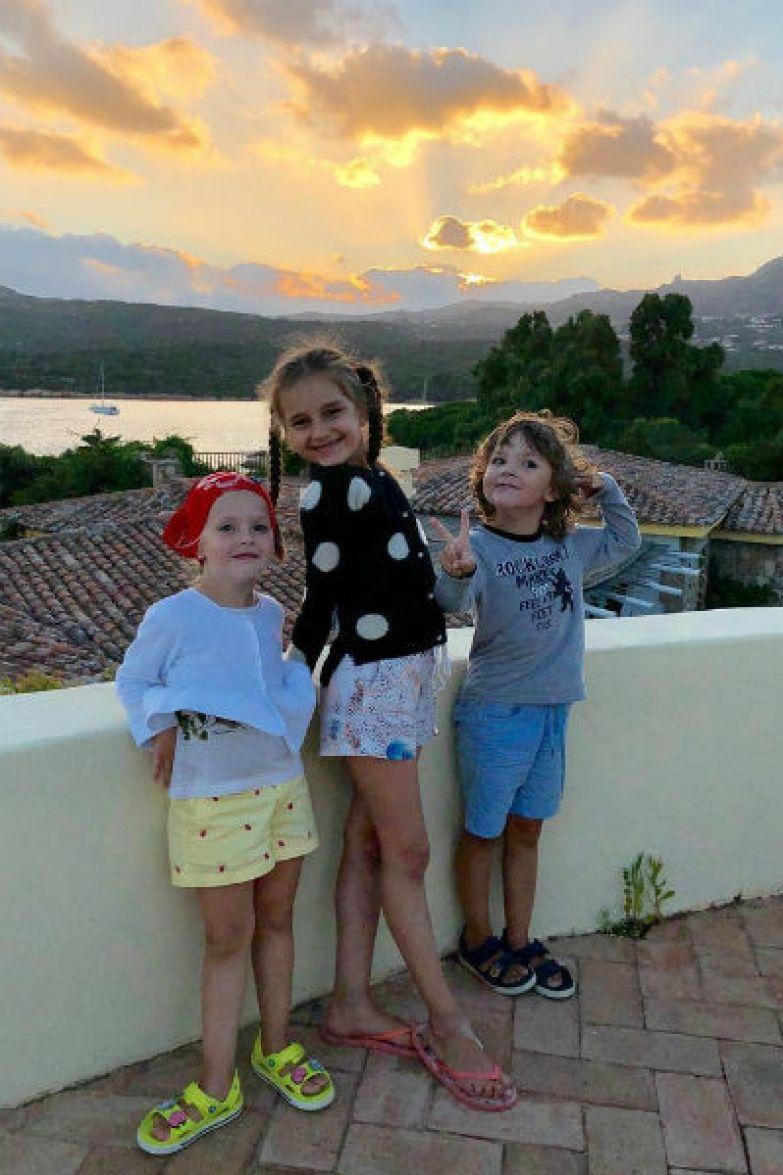 Лиза и Гарри с дочерью Кристины Орбакайте Клавой