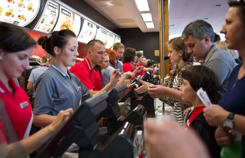 Бывшая сотрудница McDonald's рассказала о своей работе и развеяла мифы о фастфуде