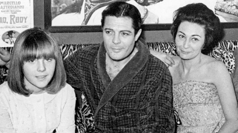 Марчелло Мастроянни в кругу семьи.