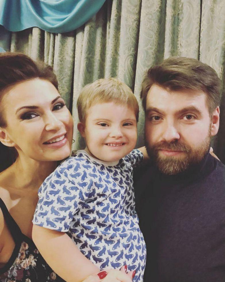 Эвелина с мужем и сыном