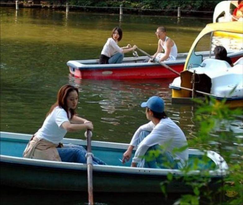Прогулки на лодках будут выглядеть именно так. прикол, равноправие, феминизм, юмор