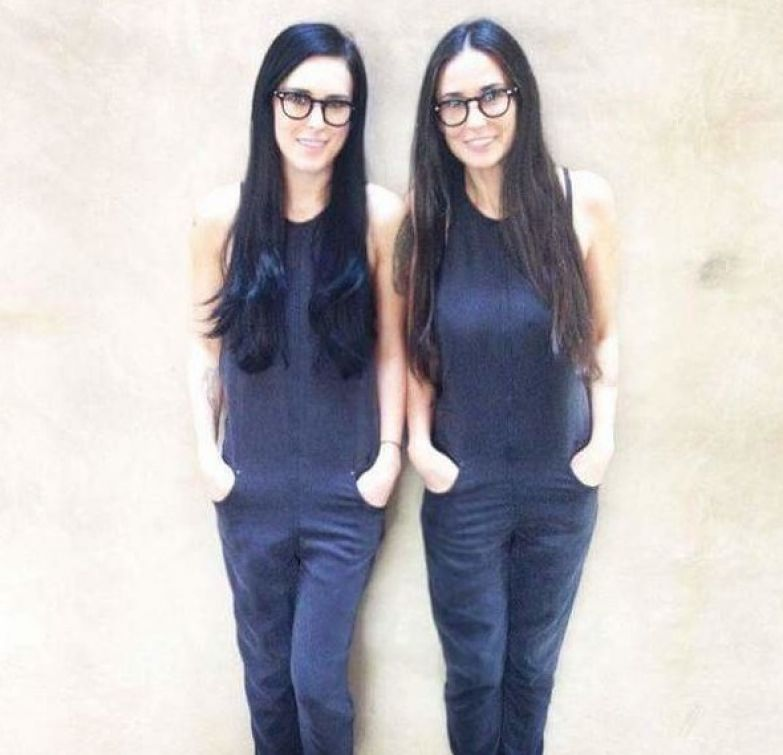 Это не близняшки, это Деми Мур с дочкой (разница в 26 лет) возраст, девушки, звезды, мамы