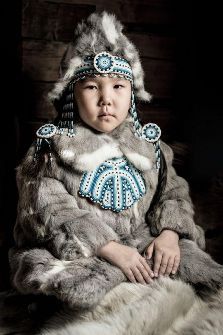 Девочка народности эвенки, село Оленек, Республика Саха, один из самых холодных и удаленных регионов.