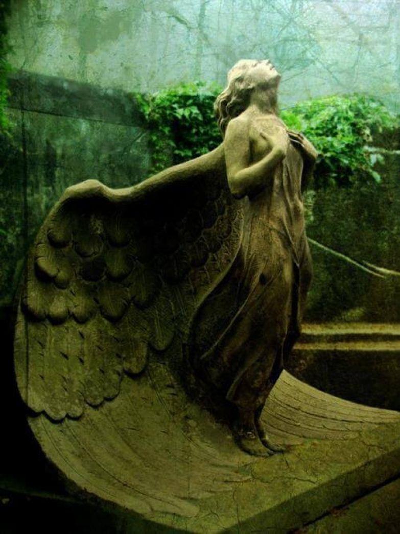 https://interesnoznat.com/wp-content/uploads/21.-Statue-Of-An-Angel-At-The-Powazki-Cemetery-Poland..jpg