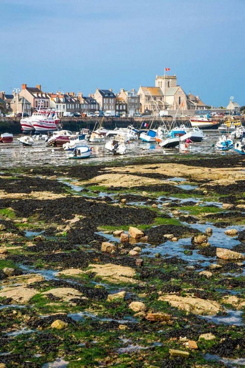 Французский порт на берегу Ла-Манша.
