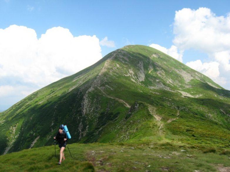Гора Говерла расположена на границе Закарпатской и Ивано-Франковской областей и считается самой высокой горой Украины, 2061 м над уровнем моря.