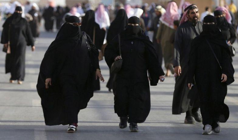 Появляться на улице с открытыми частями тела женщины, законы, интересное, саудовская аравия