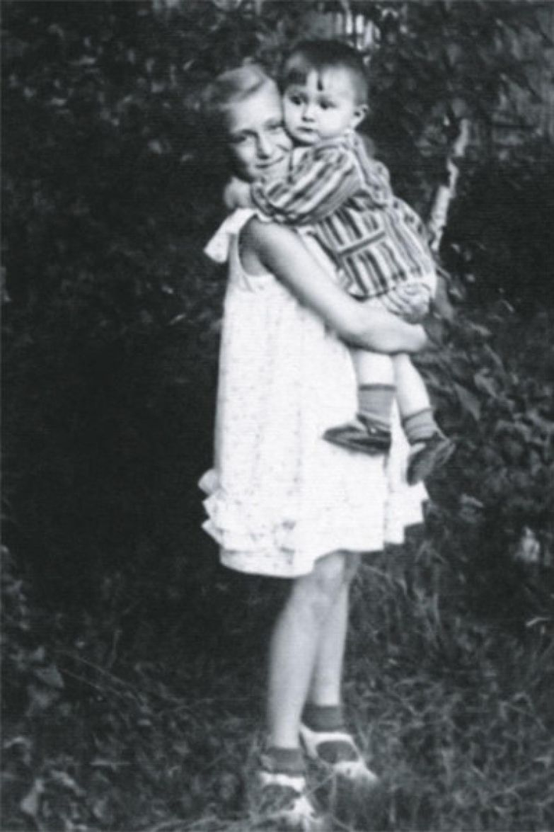 Екатерина Васильева с младшим братом