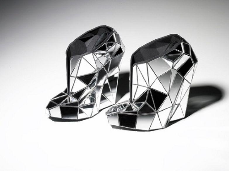 Туфли Andreia Chaves выполнены из настоящего зеркала.