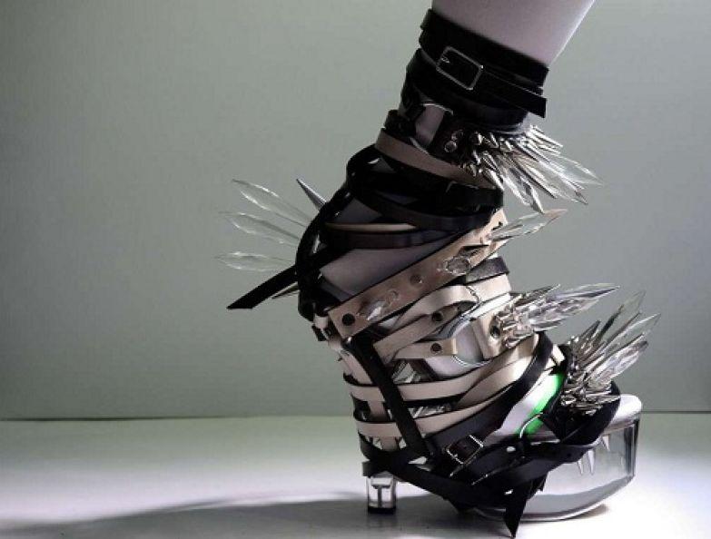 Самыми опасными по отношению к окружающим являются туфли автора Lauren Tennenbau.