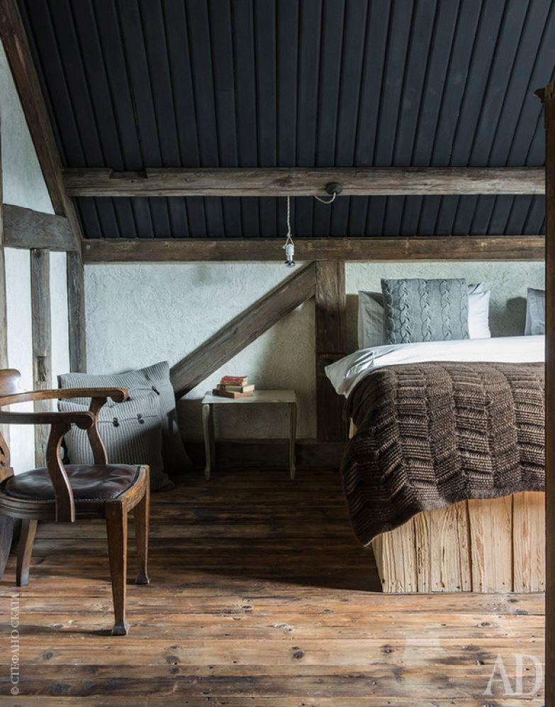 Одна из спален, которые располагаются на втором этаже.