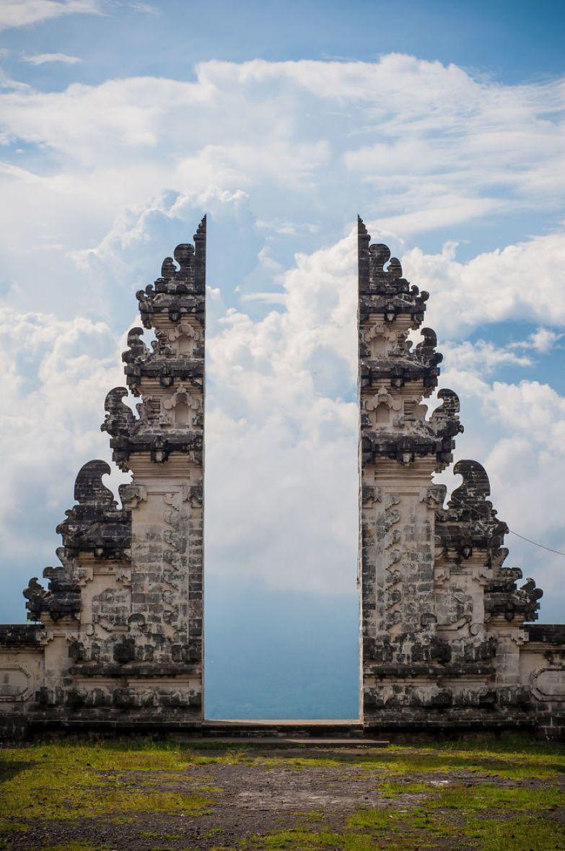Ворота к небу в храме на Бали искусство, мастерство, фото