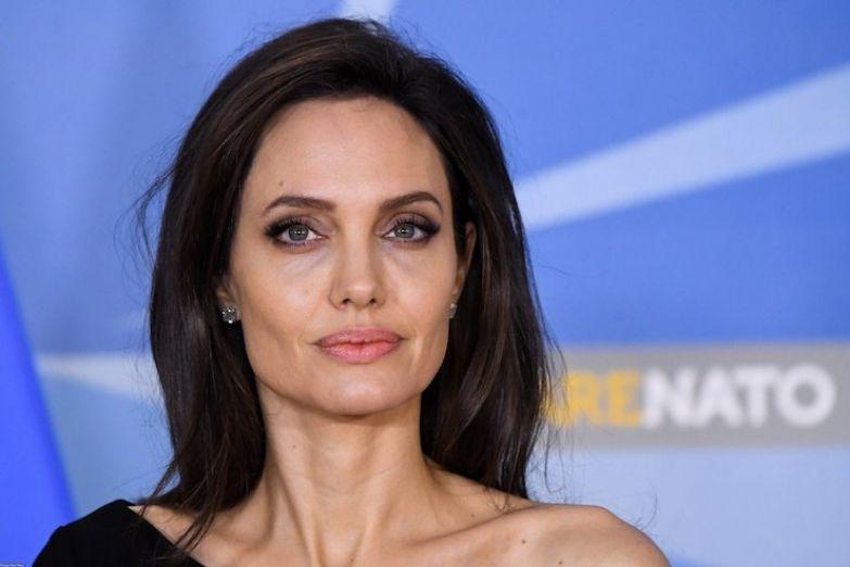 Анджели Джоли