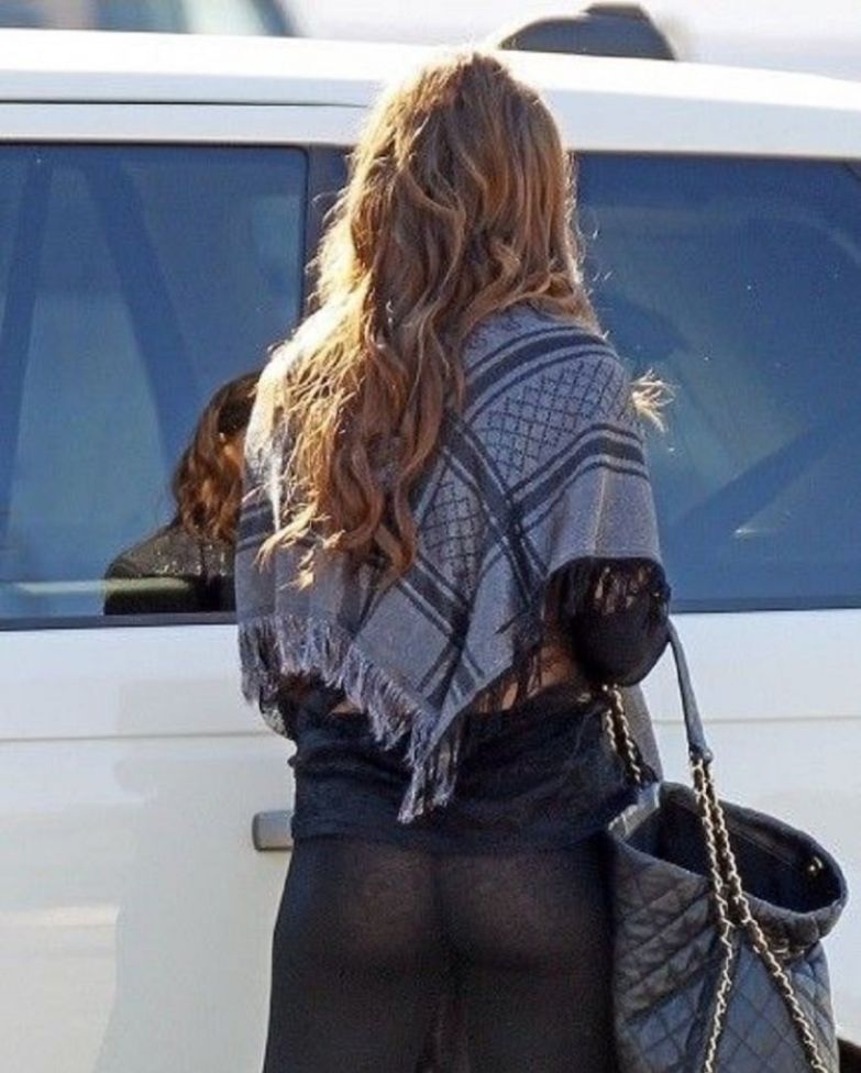 17-celebrities-who-have-experienced-yoga-pants-fails-5