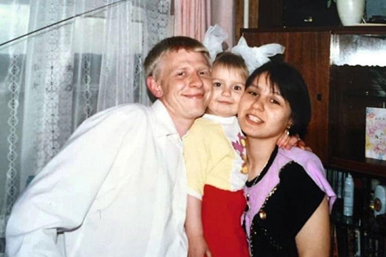 После развода родителей Лена осталась жить с мамой