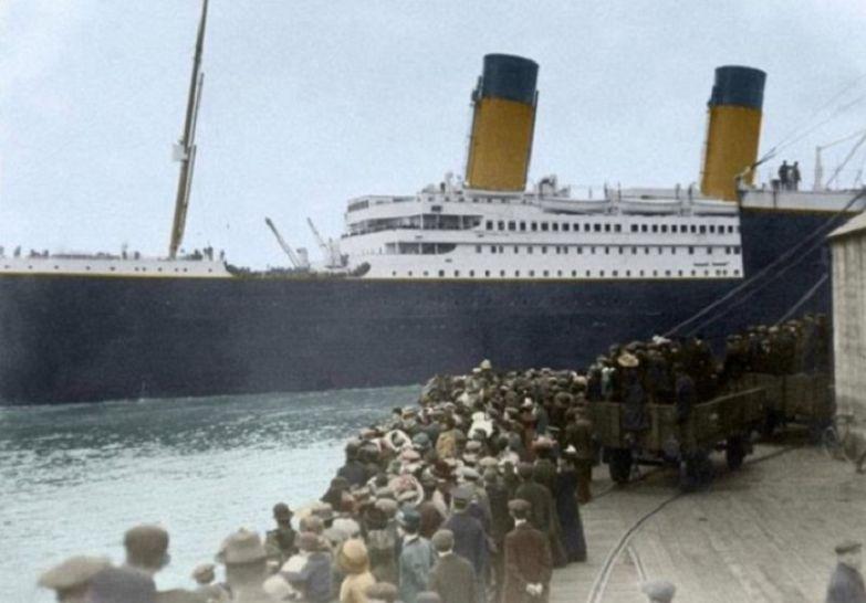 Люди поднимаются на борт «Титаника», 1912 год.