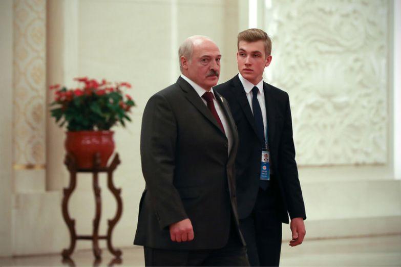 Николай много времени проводит с папой, сопровождает его в поездках