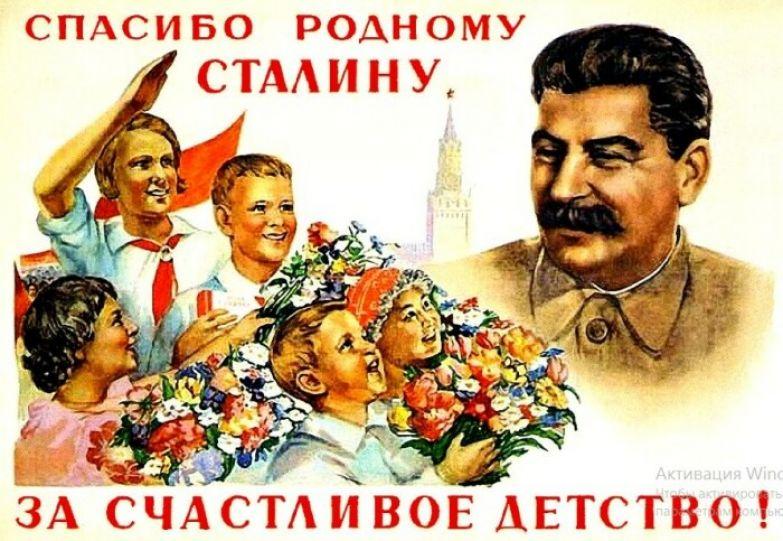 Такие плакаты как в издевку, тогда были повсюду.